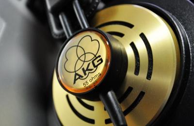 AKG的音乐传教士-K121s