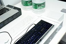 一脸素颜但内功深厚,QPAD新款竞技级光耦轴键盘开箱
