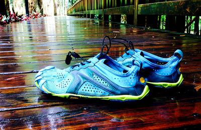 VibramFivefingers V-run 极简跑鞋里面的表率。