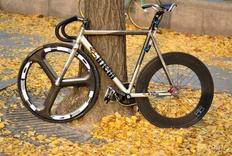 专业死飞是怎么样的?有没有出名的死飞自行车?