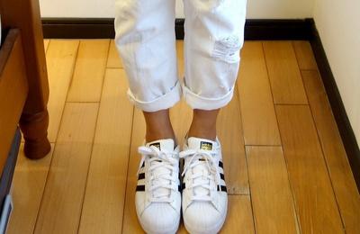人脚一双的ADIDAS SUPERSTAR金标小白鞋