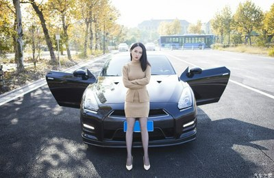媳妇当车模 GTR-R35
