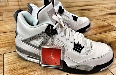 "一双怨念了4年的球鞋—Air Jordan 4 ""White Cements"