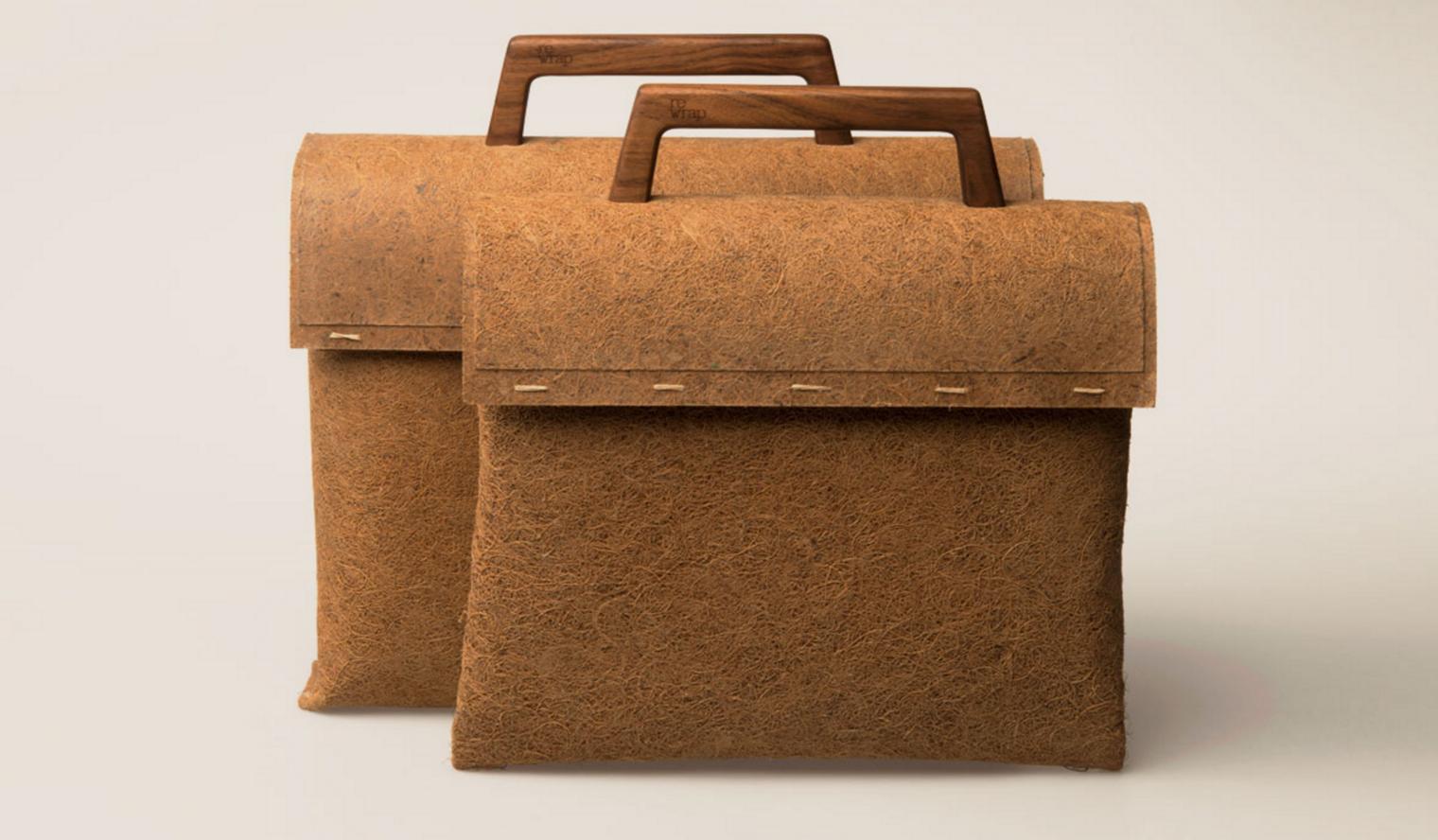 荷兰品牌rewrap脑洞大开设计出了一款利用从椰子壳中提取的纤维来制作的手袋。包包的提手都是实木的,全程手工制作,这款包包可真的是一款原生态的环保手袋。 0656ffcabaf15