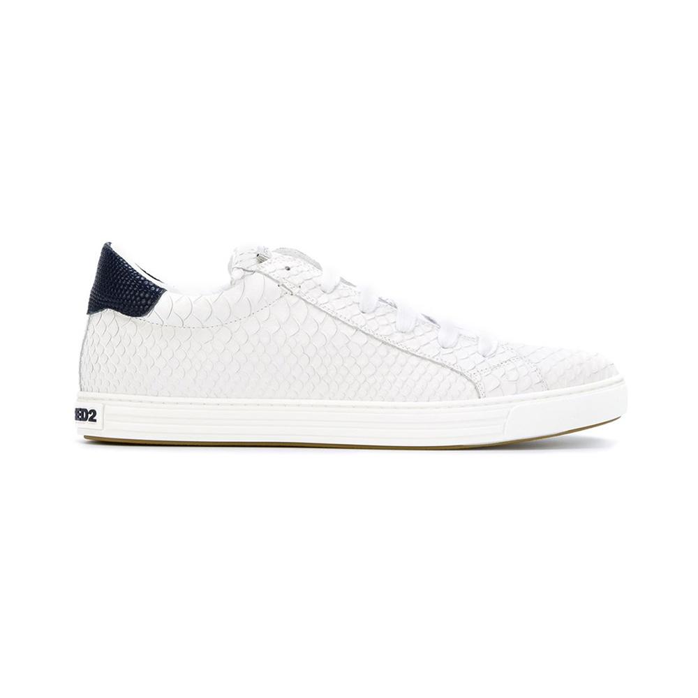 DSQUARED2 这款小白鞋采用100%小牛皮,做了蛇纹处理,在质感上十分精致,整体设计简洁大方,由意大利制造。是DSQUARED2  卖的最好的运动鞋。 a1352b2ebb276