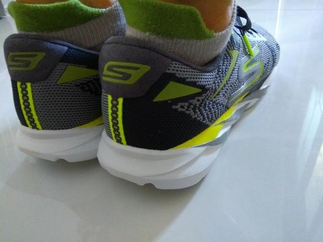 开箱】熟悉的鞋底,新鲜的鞋面——Skechers GoMeb Speed 3 开箱 很赞